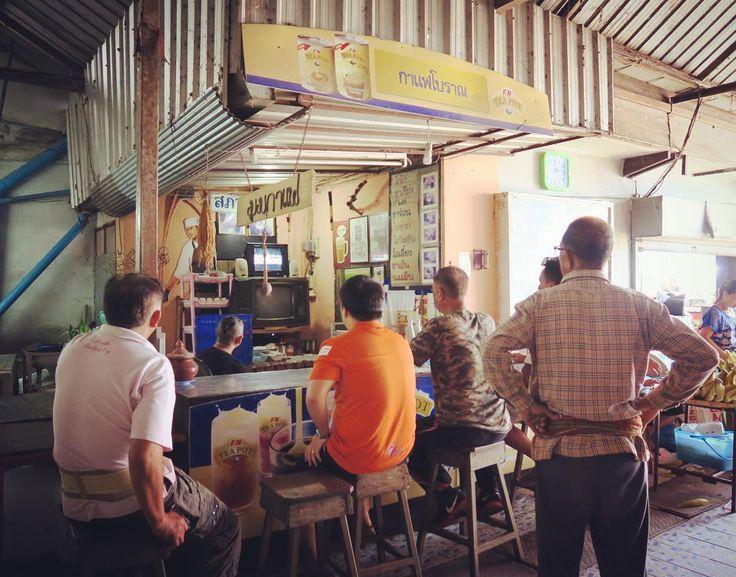 Guys are watching thai style kickboxing on TV at cafe in a market.  市場にてムエタイに夢中なタイのおっちゃんたち . . . #chiangsean #chiangrai #thailand #trip #travel #worldtraveler #muaythai #kickboxing #guy #market #チェンセン #タイ #ムエタイ #旅 #おやじ