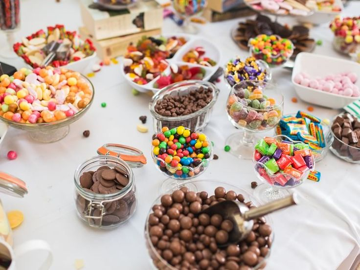 5 fab favour ideas that guests will actually appreciate, including this delicious and easy DIY dessert table and sweet pick and mix • Find out more on the Wedding Ideas magazine website!