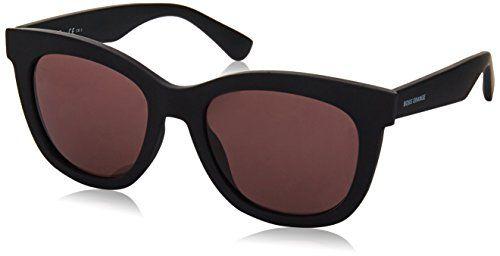 L'occhiale da sole perfetto per la donna in carriera, dal carattere forte e deciso. Sensualissimi i ton sur ton in nero per donarti uno sguardo...