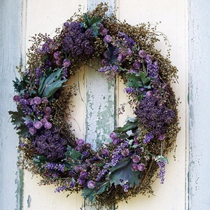 DIY- Fragrant Flower Wreath. Details: http://www.midwestliving.com/homes/seasonal-decorating/autumn-accents/page/12/0: Purple Static, Lavender Wreaths, Dry Sweet, Sweet Annie, Guirlanda, Fragrant Flower, Flower Wreaths, Globes Amaranth, Fragrant Wreaths I