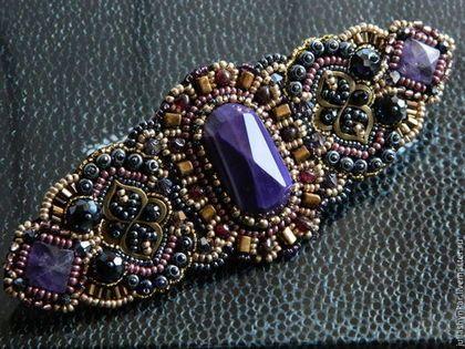 Купить или заказать Заколка-автомат для волос 'Одри' (2 варианта) в интернет-магазине на Ярмарке Мастеров. Яркая заколка-автомат для волос в ручной вышивке выполнена по мотивам комплекта 'Одри' в интеллигентной золотисто-бронзово-фиолетовой гамме с натуральными аметистами, гранатами, кристаллами, бисером различной величины. Заколка выглядит очень красиво и можно носить по разному - собрать волосы полным или частичным 'хвостиком' или как декоративный элемент на прическу.