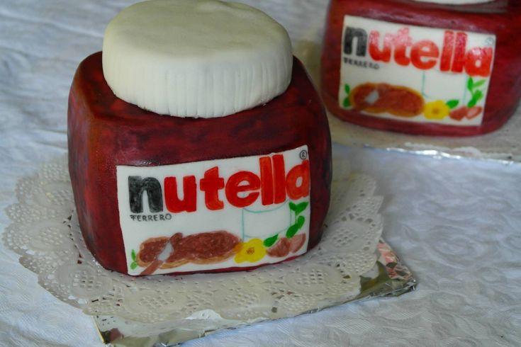 Tort borcan Nutella.Comanda torturi si marturii dulci facute in casa | http://cemaimancam.ro/torturi-si-marturii-facute-in-casa/
