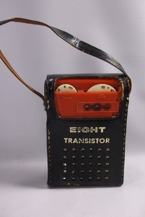Transistor Radio Vintage Red Battery Operated Portable 8 Pocket Radio With Cover.epsteam