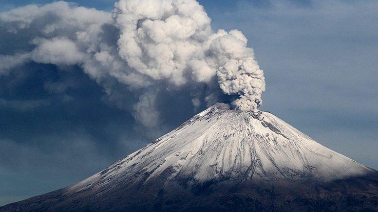 (adsbygoogle = window.adsbygoogle    []).push();   El volcán emitió una fumarola roja luego de que la región se viera afectada por un devastador terremoto de magnitud 7,1. El volcán Popocatépetl, ubicado en los estados de Puebla, Morelos y México, ha emitido una erupción tras...