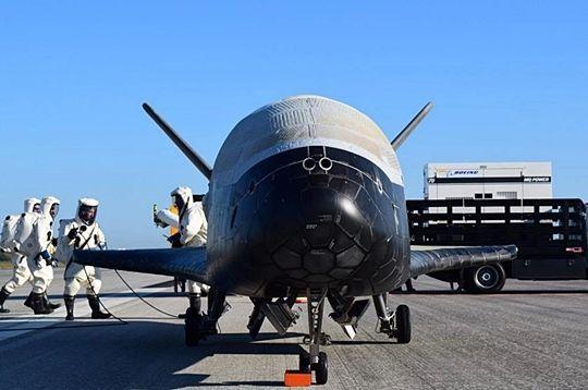 미 공군이 극비리에 진행하고 잇는 우주 왕복선 X-37B가 7일 지구로 안전하게 돌아왔다. (사진=미 공군)