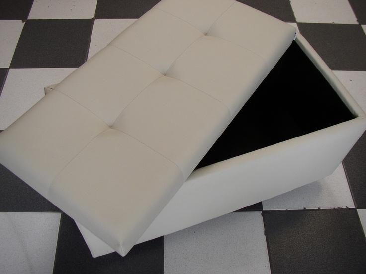 BAUL 8040 3P  Medidas generales 80*40*35 cm, tapizado 3 puntos, tela vinílica, sistema de apertura tapa completa con bisagras. No incluye patas.