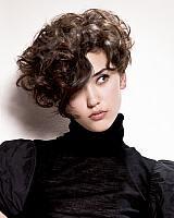 A nagyon rövid, göndör haj