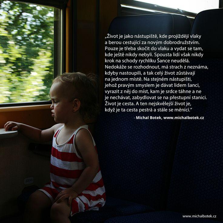 """""""Život je jako nástupiště, kde projíždějí vlaky a berou cestující za novým dobrodružstvím. Pouze je třeba skočit do vlaku a vydat se tam, kde ještě nikdy nebyli. Spousta lidí však nikdy krok na schody rychlíku Šance neudělá. Nedokáže se rozhodnout, má strach z neznáma, kdyby nastoupili, a tak celý život zůstávají na jednom místě. Na stejném nástupišti, jehož pravým smyslem je dávat lidem šanci, vyrazit z něj do míst, kam je srdce táhne a ne je nechávat, zabydlovat se na přestupní stanici."""""""