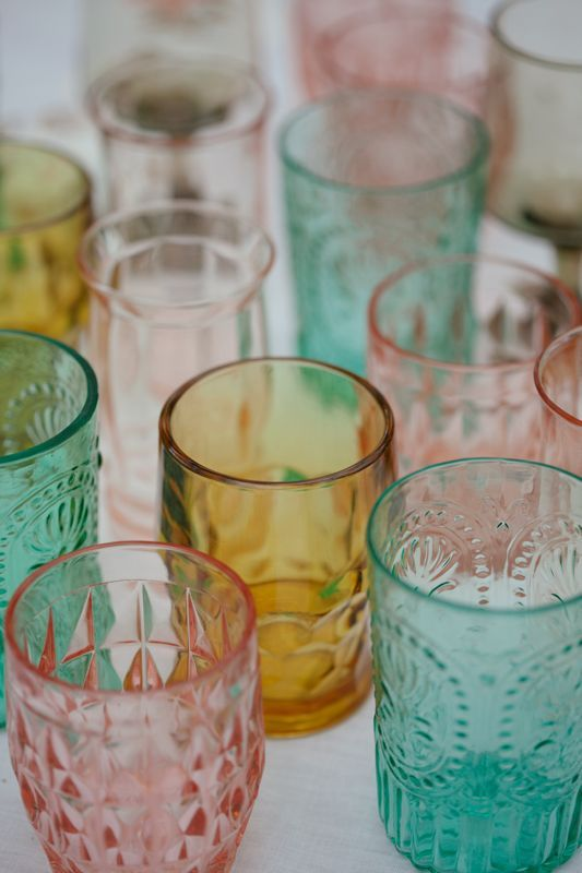 Mismatched vintage glasses in your wedding colors dress up clean white linens and make such a splash! #cedarwoodweddings Southern Boho Wedding at Cedarwood | Cedarwood Weddings