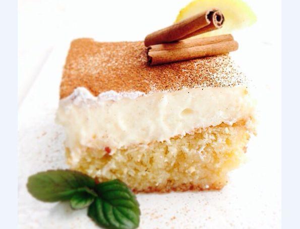 Μια συνταγή για ένα αγαπημένο σε μικρούς και μεγάλους γλύκισμα. Υπέροχο Πολίτικο με ελαφρύ σιρόπι και υπέροχη κρέμα. Ένα υπέροχος συνδυασμός γεύσεων που σί