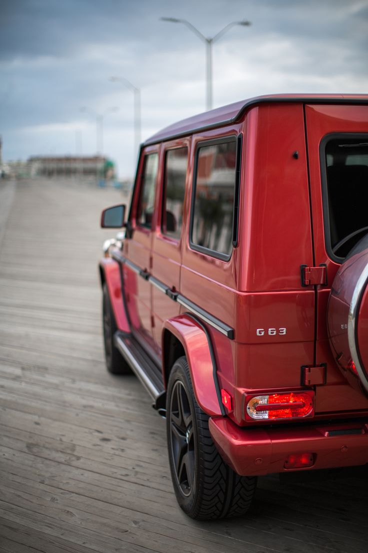Not just for offroad trips: The Mercedes-AMG G-Class is also an eyecatcher in the city. Photos by Johnny Beckett (www.paid2shoot.tumblr.com)[Mercedes-AMG G 63 | combined fuel consumption: 13.8 l/100km|combined CO₂ emissions: 322 g/km| http://mb4.me/efficiency_statement]