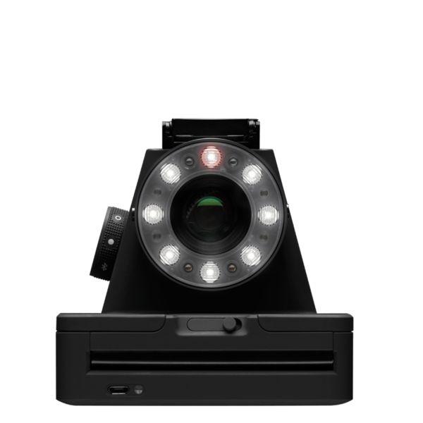 * De I-1 is de latest & greatest Polaroid in de markt!Het unieke design en de laatste technologie brengt u op gebied van Polaroid fotografie een stap verder!Deze camera werkt samen met een tablet of smartphone waardoor je allerlei grappige creatieve elementen aan je foto's kunt toevoegen.De I-1 heeft meerdere led-lampjes voor de best mogelijke afstelling van de verlichting voor bijvoorbeeld portretfotografie.Daarnaast is hij zeer gebruiksvriendelijkheid, zoals je gewend bent van de PO...