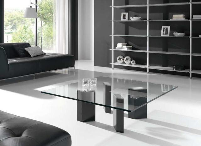 Mesa de centro de vanguardia con cristal y pies en negro