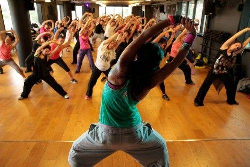 Antalyanın Ünlü Latin Dansı ve İl temsilcisi DERYA ERENLER 242 relax fitness da zumba tanıtım dersi