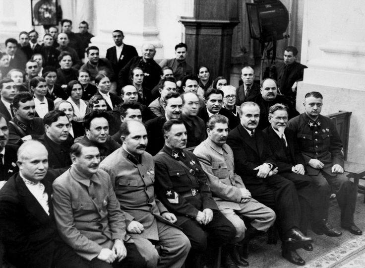 Khrushchev , Zhdanov , Kaganovich, Voroshilov, Stalin, Molotov, Kalinin ,Tukhachevsky - 1931 ??...