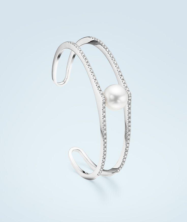 A single #pearl set on a #diamond pedestal, where it belongs.  #Bucherer #Trendcollection #MyLittleLuxury