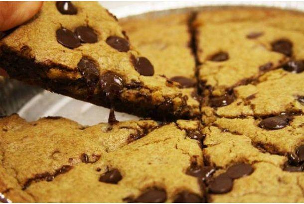 夢のようなチョコレートピザとともにとろけたい | roomie(ルーミー)