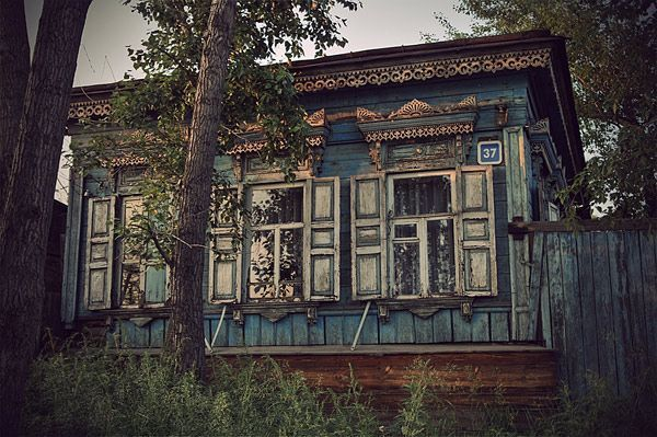 okay. so this is the outside of a siberian log house. not an interior, but hey, still inspiring.