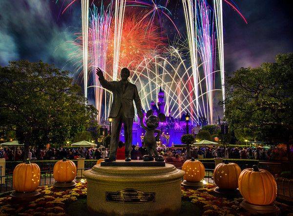 Great technique for taking long exposure photos of the Disney fireworks!
