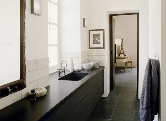 .: Bathroom Design, Bathroom Interiors, Black And White, Gs Inspiration Bathrooms, Dark Floors, Bathroom Ideas, House, Black Slate, Master