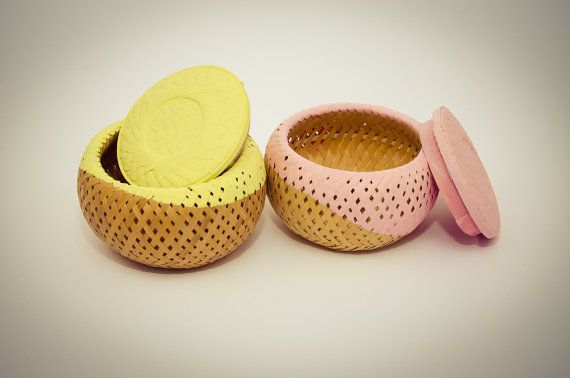 Yellow round basket with lid by Wudies on Etsy