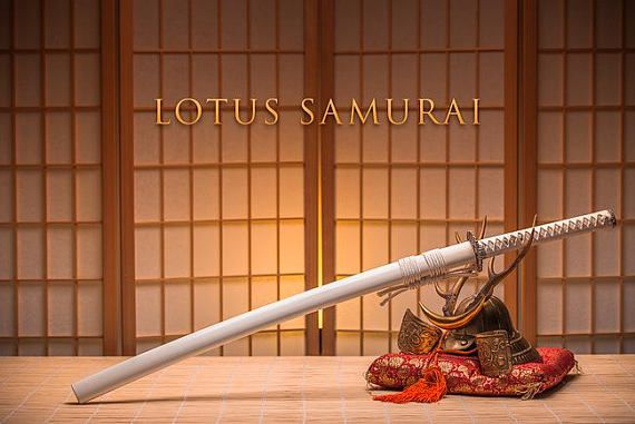 Samurai de loto blanco Guerrero Katana