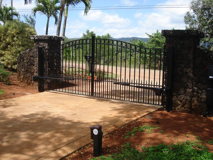 Sonoma Driveway Gate With Polaris Solar Gate Opener