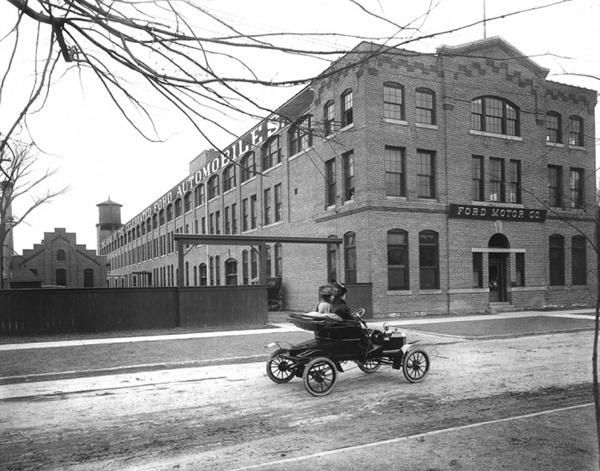 On September 27, 1908, the first production Model T leaves the Ford Picquette Avenue Plant in Detroit, making 1908 the historic year that the automobile became popular.