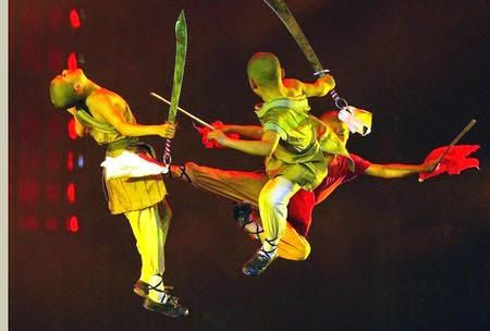 The Red Theater in Beijing is one of the most popular entertainment venues in China travel and tourism and it is known for some entertaining Kung Fu shows. The show is enjoying great popularity since ages due to some reasons. #KungFu #China