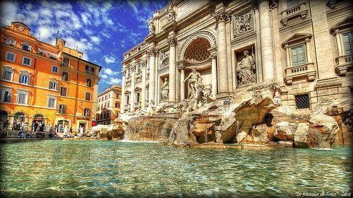 Fontana di Trevi, Roma. Mangiare il gelato!!!