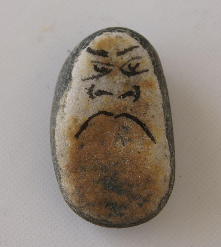 Piedra con cara de malo