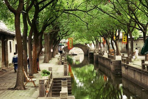 Suzhou (苏州) is famed for its beautiful gardens and waterside architecture. The Classical Gardens of Suzhou were included in the UNESCO World Heritage List in 1997.