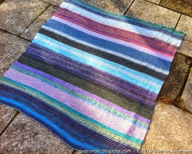 by GJ: DIY - Strikket tæppe med restegarn