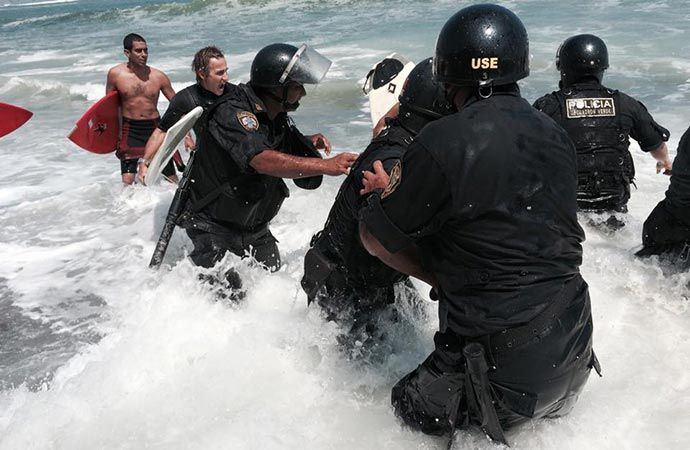 Police doing the bidding of a govt official who placed rocks on the beach illegally UGH Embedded image permalink