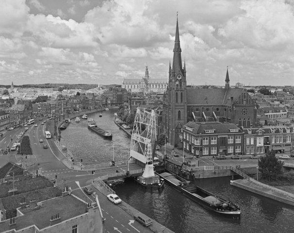 Spaarne, Langebrug met Spaarnekerk en Grote Kerk, 1976