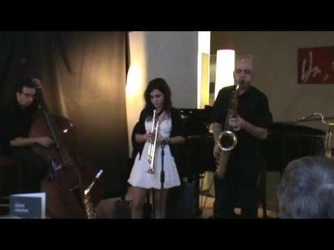 THAT'S ALL  JOAN CHAMORRO TRIO & ANDREA MOTIS.MPUploaded on Dec 13, 2009 JOAN CHAMORRO ( SAXO TENOR, BARITONO, CORNETA) ANDREA MOTIS ( SAXO ALTO , SOPRANO, TROMPETA, GUITARRA Y VOZ) FRANCESC CAPELLA ( PIANO) ARTUR REGADA ( CONTRABAJO) 12 DICIEMBRE 2009  hotel habana