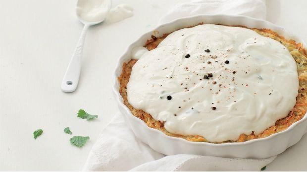 Tento nevšední slaný koláč je variací na oblíbené české téma bramborák či cmunda. Příprava je snadná a výsledná chuť díky celeru příjemně překvapí.
