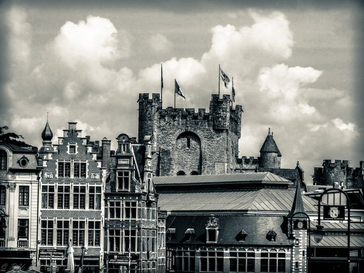 https://flic.kr/p/MhLiUs | Vintage Ghent | FROM: 2016  This was given an Vintage treatment with Black&White,Vignette and Grain!