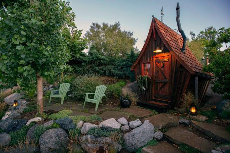 Dan Pauly Builds Amazing Little Cabins You Might Find in a Fantasy Novel