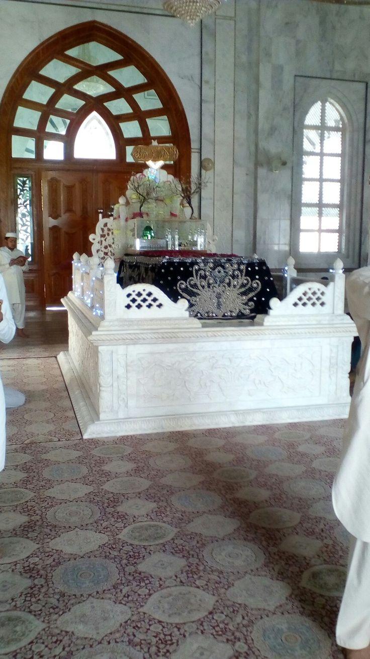 Ala Hazrat Zinda Pir Rehmatullah Alayh, Holy Shrine Darbar