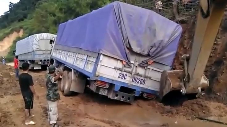 Special Mitsubishi Fuso In Extreme Road Conditions | Fuso Trucks Off Road
