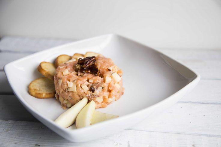 Tartare de saumon à la pomme et au Gouda fumé