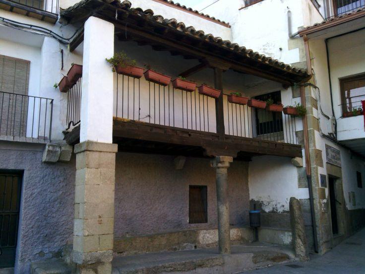 Hinojosa de San Vicente (Toledo) Casa típica junto al Ayuntamiento.