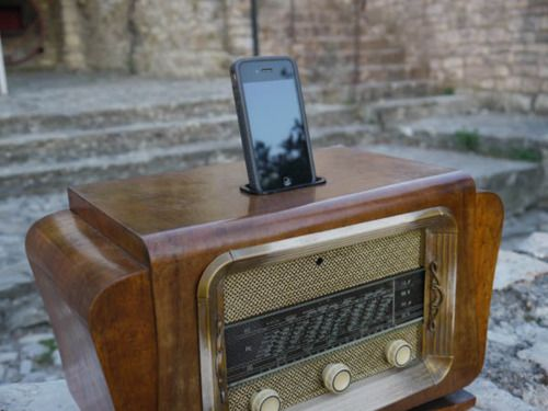"""""""Deco blaster"""" by Joe Dobson (antique radio transformed into a dock for iPod or iPhone)"""