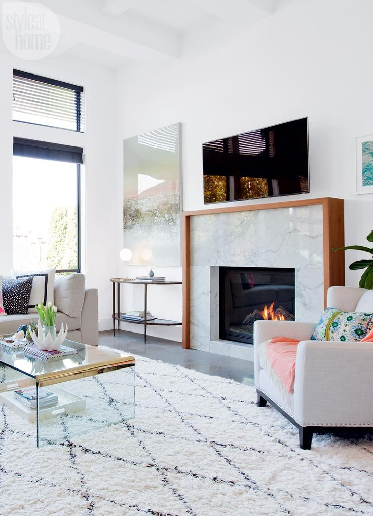 House tour: Neutral living space with decorative accents {PHOTO: Janis Nicolay}