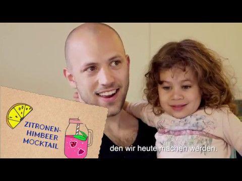 Zitronen-Himbeer-Mocktail:  «Hero pimpt dein Zmorge auf!» Mit diesem Motto haben wir die Foodbloggerin Nadja Zimmermann nach Kriens zu Familie Ferreira geschickt. Sie zeigt der Familie, mit welchen einfachen Rezepten ein Frühstück aufgepeppt werden kann. Zum Beispiel mit einem Zitronen-Himbeer-Mocktail. Willst du das auch ausprobieren? Zutaten: 5 Stk Zitronenmelisse - Blätter 1cl sirup 60ml Ginger ale 1el Hero Samt Himbeerkonfitüre 5stk frische Himbeeren.