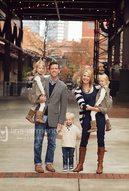 What to Wear in family pictures BY COLOR! 100+ ideas in all colors!