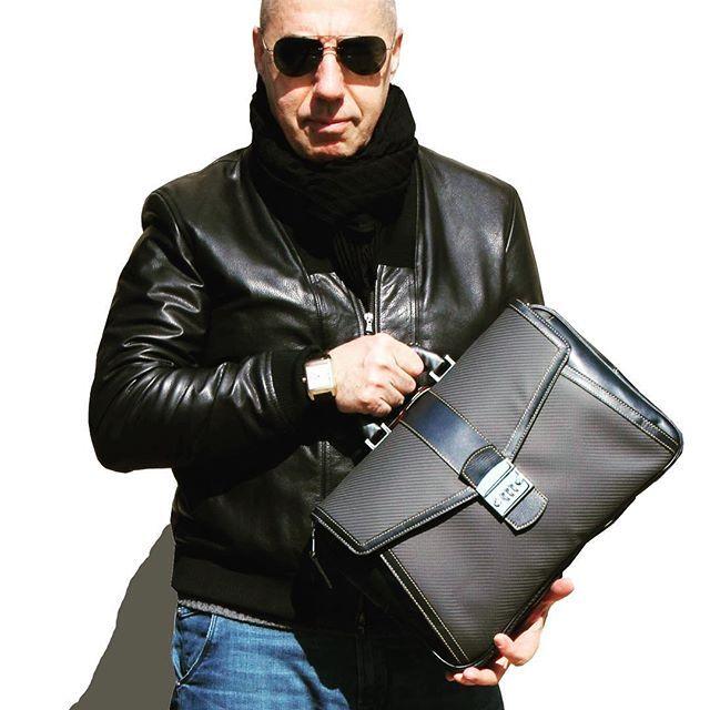 オロビアンコ社、TecknoMonster テクノモンスター社の社長・デザイナーであるジャコモ・ヴァレンティーニ氏。3月に日子に御来店くださいました。この一枚はその時に撮影したものです。 Mr.Giacomo Valentini at Kumamoto !  #tecknomonster #orbianco #mensfashion #fashion #GiacomoValentini #テクノモンスター #オロビアンコ #carbonfibre #カーボンファイバー #Kumamoto #HIKO