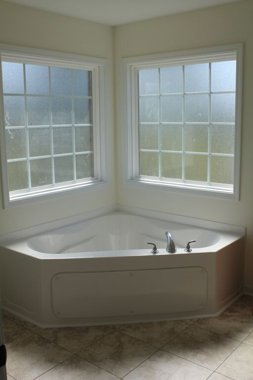 Corner Garden Tub With 2 Tempered Glass Windows And