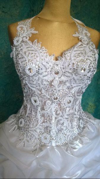 mamy salon z sukien ślubnych w Carlow. ponad 300 sukienki są avaible. wszystkie textill importujemy z Francji i Portugalii. kamienie do dekoracji sukni z Svarowski.you są również desing może sukienkę i swój wymarzony możemy zrobić specjalnie dla Ciebie. możesz być gwiazdą w wielki dzień! mamy wiele sukienki dla cygańskich Ladys, dużych i olbrzymich. nasze ceny są od 500 euro. kontakt 0894234545www.ladywhite.eu
